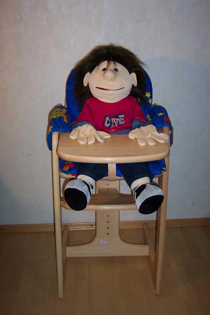 Alex im Kinderstuhl
