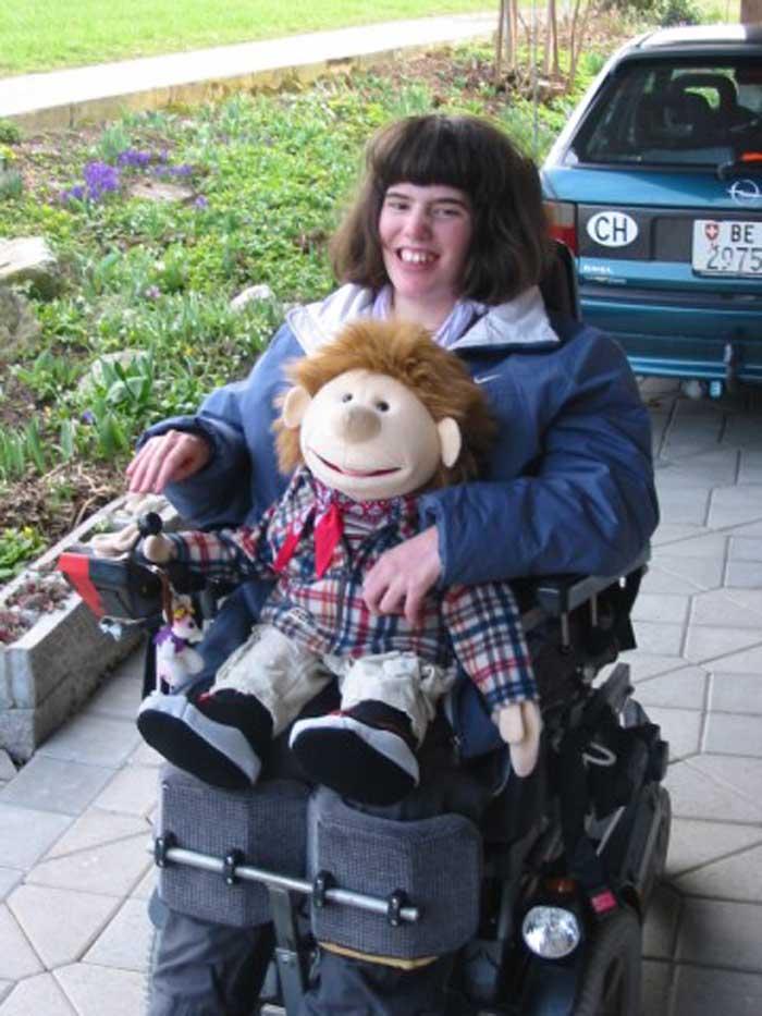 Nik als Mitfahrer im Rollstuhl