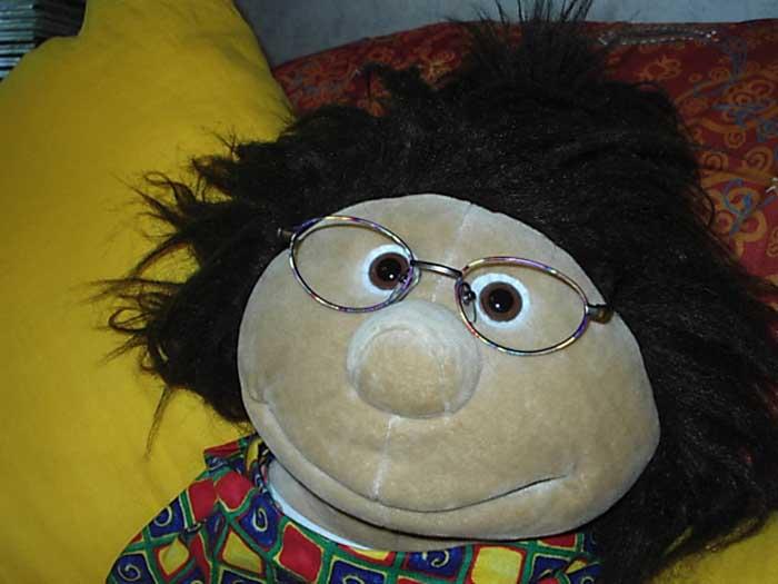 Shila mit neuer Brille