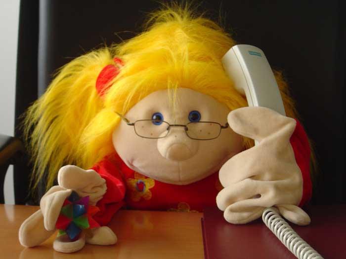 Jule beim Telefonieren